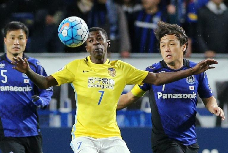 Brazilian midfielder Ramires (centre) in action for Jiangsu Suning during their AFC Champions League match against Gamba Osaka at Suita City stadium on March 15, 2017. Jiangsu won 1-0