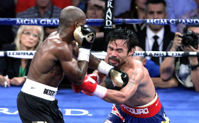 Timothy Bradley (L) of the US connects against Manny Pacquiao (R) of the Philippines during their WBO welterweight title match  at the MGM Grand Arena on June 9, 2012 in Las Vegas, Nevada.  In what is being viewed as a highly controversial outcome, unbeaten Bradley ended Pacquiao's long unbeaten run with a split decision victory over the Filipino ring icon.     AFP PHOTO /  John GurzinskiJOHN GURZINSKI/AFP/GettyImages
