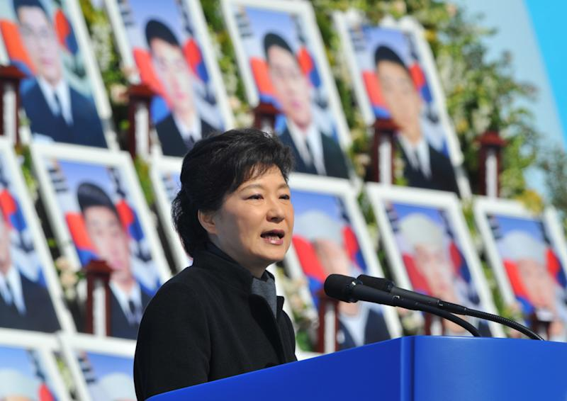 """CORRECTS DATE - South Korean President Park Geun-hye delivers a speech during the third anniversary of the sinking of a South Korean naval war ship """"Cheonan,"""" at the National Cemetery in Daejeon, South Korea, Tuesday, March 26, 2013. An explosion ripped apart the 1,200-ton warship, killing 46 sailors near the maritime border with North Korea in 2010. (AP Photo/Kim Jae-hwan, Pool)"""