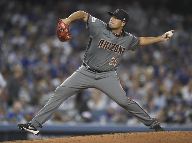 <p>Jorge de la Rosa apareció con Arizona Diamondbacks para medirse ni más ni menos que contra Dodgers. (AP Photo/Mark J. Terrill) </p>