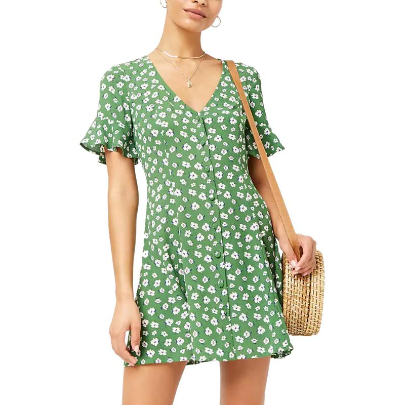"""<a rel=""""nofollow"""" href=""""http://www.anrdoezrs.net/links/3550561/type/dlg/https://www.forever21.com/us/shop/Catalog/Product/f21/dress/2000256368"""">Floral Crepe Swing Dress, Forever 21, $20</a><p>     <strong>Related Articles</strong>     <ul>         <li><a rel=""""nofollow"""" href=""""http://thezoereport.com/fashion/style-tips/box-of-style-ways-to-wear-cape-trend/?utm_source=yahoo&utm_medium=syndication"""">The Key Styling Piece Your Wardrobe Needs</a></li><li><a rel=""""nofollow"""" href=""""http://thezoereport.com/entertainment/celebrities/emily-ratajkowski-surprise-wedding/?utm_source=yahoo&utm_medium=syndication"""">Emily Ratajkowski Just Nailed The Coolest Bridal Trend</a></li><li><a rel=""""nofollow"""" href=""""http://thezoereport.com/fashion/accessories/beyonce-approved-accessory-brand-thats-surprisingly-affordable/?utm_source=yahoo&utm_medium=syndication"""">A Beyoncé-Approved Accessory Brand That's Surprisingly Affordable</a></li>    </ul> </p>"""