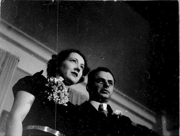 Elsbeth and Hans Heinsheimer, Wainwright's grandparents, on their wedding day in New York City in 1938. They met at a New York dentist's office after separately fleeing Germany in the 1930s due to Nazi persecution.