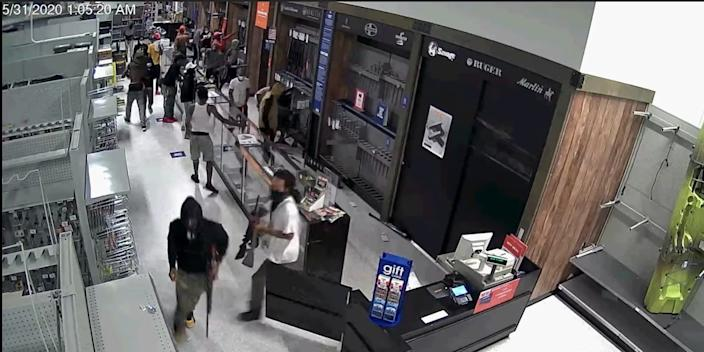 _43__Looting_of_guns_at Fayetteville__North_Carolina__sporting_goods_store__ _YouTube