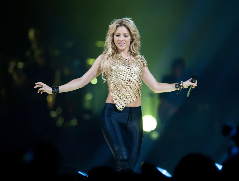 Shakira en un concierto de su gira 'The Sun Comes Out', en 2010. (Jakubaszek/Getty Images)
