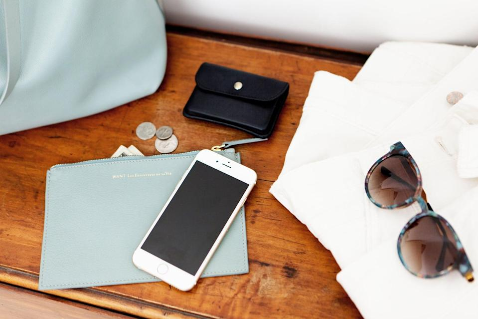 <p>Keep your ID, cards, cash, and plane ticket in one place in your bag so that you don't lose anything important. </p>