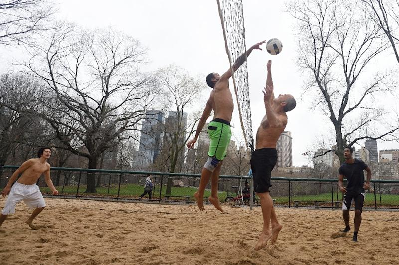 A group of men play volleyball in Central Park in New York on December 24, 2015, as the temperatures reach 72 degrees Fahrenheit (22 Celsius), the warmest Christmas Eve on record (AFP Photo/Don Emmert)