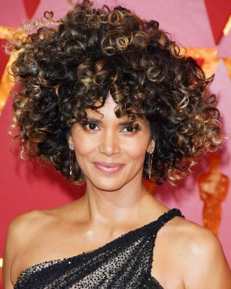 <p>Now that's what you call curly hair. Top marks Halle Berry.</p>