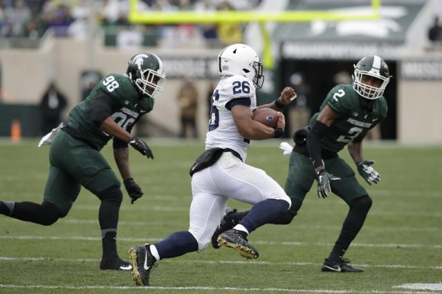 "Penn State running back <a class=""link rapid-noclick-resp"" href=""/ncaaf/players/256698/"" data-ylk=""slk:Saquon Barkley"">Saquon Barkley</a> didn't have much room to work with during the first half against Michigan State, but had an impressive performance in the locker room during a weather delay. (AP Photo)"