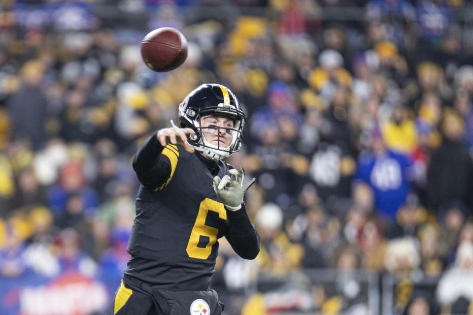 Pittsburgh Steelers quarterback Devlin Hodges (6) was benched on Sunday. (Photo by Shelley Lipton/Icon Sportswire via Getty Images)