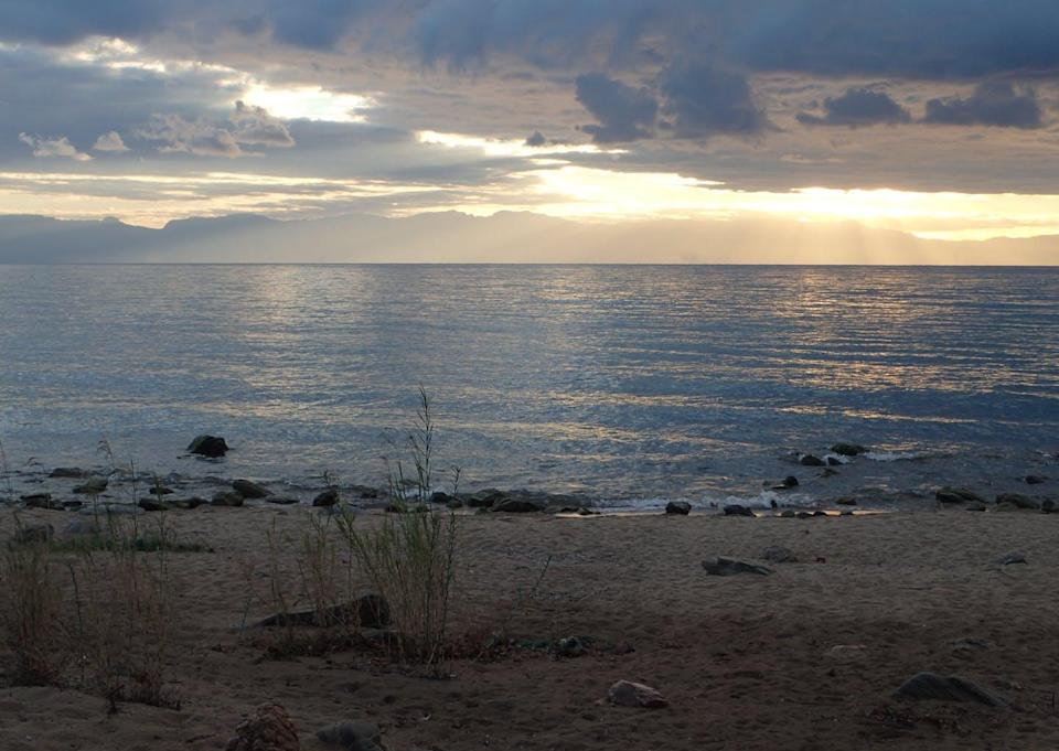 """<span class=""""caption"""">Today the shoreline of Lake Malawi is open, not forested the way it was before ancient humans started modifying the landscape.</span> <span class=""""attribution""""><span class=""""source"""">Jessica Thompson</span>, <a class=""""link rapid-noclick-resp"""" href=""""http://creativecommons.org/licenses/by-nd/4.0/"""" rel=""""nofollow noopener"""" target=""""_blank"""" data-ylk=""""slk:CC BY-ND"""">CC BY-ND</a></span>"""
