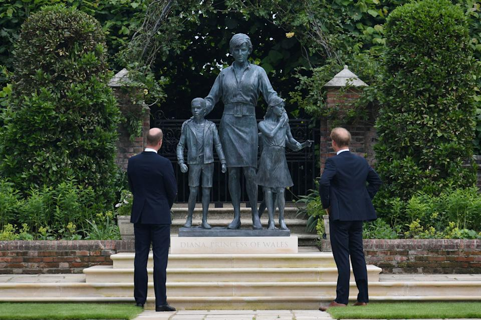 Britain's Prince William, The Duke of Cambridge, and Prince Harry, Duke of Sussex, look at a statue they commissioned of their mother Diana, Princess of Wales, in the Sunken Garden at Kensington Palace, London, Britain July 1, 2021. Dominic Lipinski/Pool via REUTERS     TPX IMAGES OF THE DAY