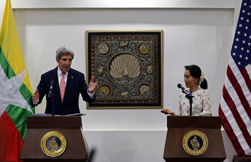 The meeting on May 22, 2016 between Myanmar Foreign Minister Aung San Suu Kyi (R) and US Secretary of State John Kerry is Washington's first high level talks with the new civilian government after decades of army rule (AFP Photo/Nyein Chan Naing)