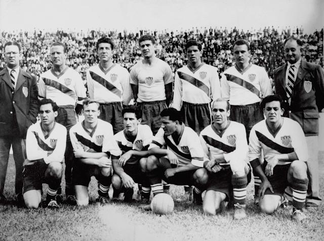 Walter Bahr, back row, right, standing next to coach Bill Jeffrey, poses with the U.S. team that beat England at the 1950 World Cup. (Getty)