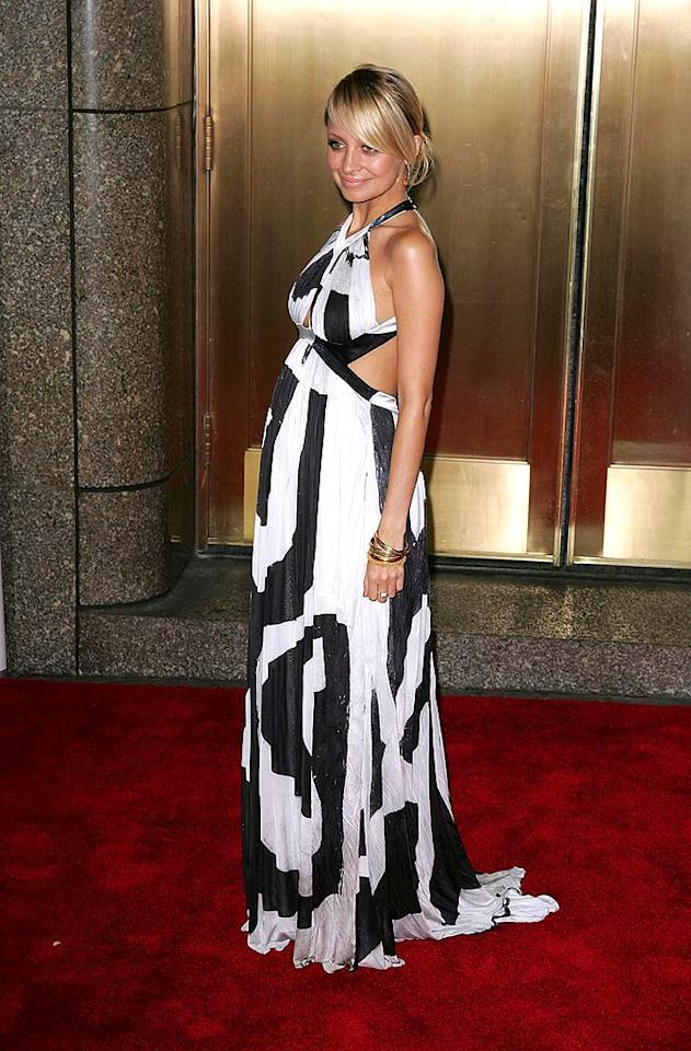 "Just because Nicole Richie is pregnant doesn't mean she can't make a bold fashion statement! James Devaney/<a href=""http://www.wireimage.com"" target=""new"">WireImage.com</a> - September 6, 2007"