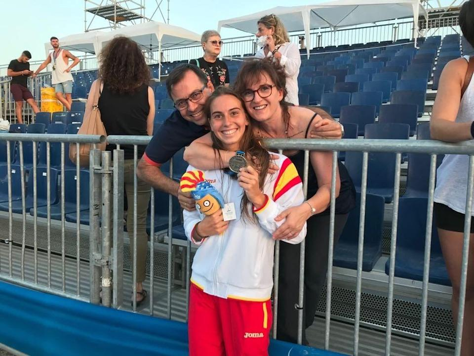 Water polo player Bea Ortiz with her parents David Ortiz and Lola Muñoz. (Photo: Supplied)