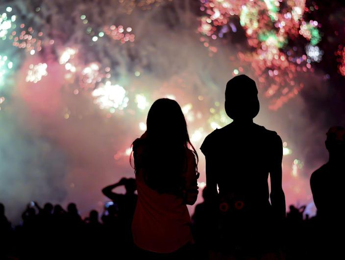 """<p>The tradition of <a href=""""https://www.history.com/news/july-4-fireworks-independence-day-john-adams"""" rel=""""nofollow noopener"""" target=""""_blank"""" data-ylk=""""slk:setting off fireworks on Independence Day began on the holiday's first anniversary"""" class=""""link rapid-noclick-resp"""">setting off fireworks on Independence Day began on the holiday's first anniversary</a> in 1777, according to the History Channel. On July 5, 1777, the <em>Pennsylvania Evening Post </em>reported that, """"there was a grand exhibition of fireworks (which began and concluded with thirteen rockets) on the Commons, and the city was beautifully illuminated"""" the night of July 4. That same night, the Sons of Liberty set off fireworks over Boston Common. </p>"""