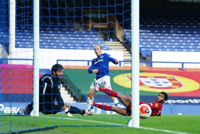 Tom Davies struck the post with this effort (PA)