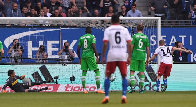 Soccer Football - Bundesliga - Hamburger SV v Borussia Moenchengladbach - Volksparkstadion, Hamburg, Germany - May 12, 2018 Hamburg's Aaron Hunt scores their first goal from the penalty spot REUTERS/Fabian Bimmer DFL RULES TO LIMIT THE ONLINE USAGE DURING MATCH TIME TO 15 PICTURES PER GAME. IMAGE SEQUENCES TO SIMULATE VIDEO IS NOT ALLOWED AT ANY TIME. FOR FURTHER QUERIES PLEASE CONTACT DFL DIRECTLY AT + 49 69 650050