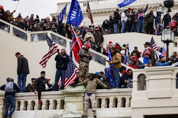 """<span class=""""caption"""">Rioters mass on the U.S. Capitol steps on Jan. 6.</span> <span class=""""attribution""""><a class=""""link rapid-noclick-resp"""" href=""""https://www.gettyimages.com/detail/news-photo/pro-trump-supporters-storm-the-u-s-capitol-following-a-news-photo/1230454707"""" rel=""""nofollow noopener"""" target=""""_blank"""" data-ylk=""""slk:Samuel Corum/Getty Images"""">Samuel Corum/Getty Images</a></span>"""