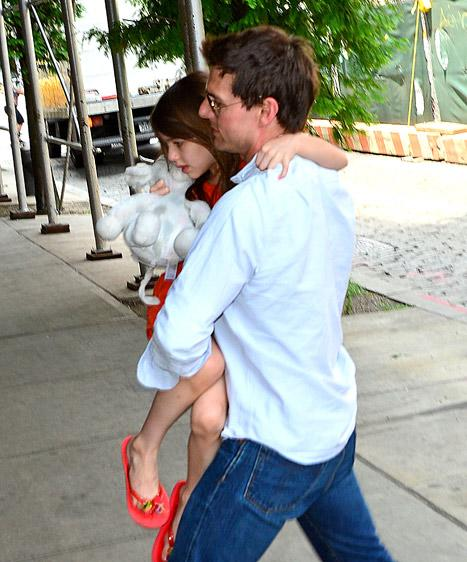 FIRST PIC: Tom Cruise Reunites With Suri in NYC
