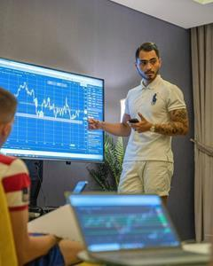 In MKD School you get all essential practice for Trading from expert Mickael Daussy