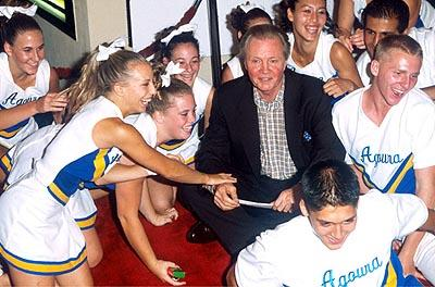 "Premiere: <a href=""/movie/contributor/1800018586"">Jon Voight</a> depends on the kindness of cheerleaders at the Mann Bruin Theater premiere of Universal's <a href=""/movie/1800420528/info"">Bring It On</a> - 8/22/2000<br><font size=""-1"">Photo by <a href=""http://www.wireimage.com"">Jeff Vespa/wireimage.com</a></font>"