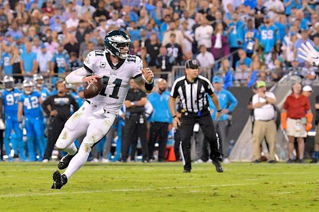Carson Wentz of the Philadelphia Eagles runs with the ball against the Carolina Panthers in the second quarter, at Bank of America Stadium in Charlotte, North Carolina, on October 12, 2017 (AFP Photo/GRANT HALVERSON)