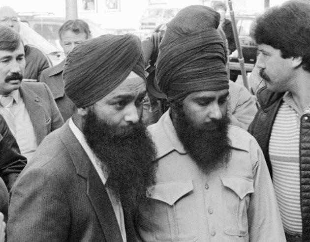 Inderjit Singh Reyat and Talwinder Singh Parmar enter the courthouse in Duncan, B.C. on Nov. 8, 1985.