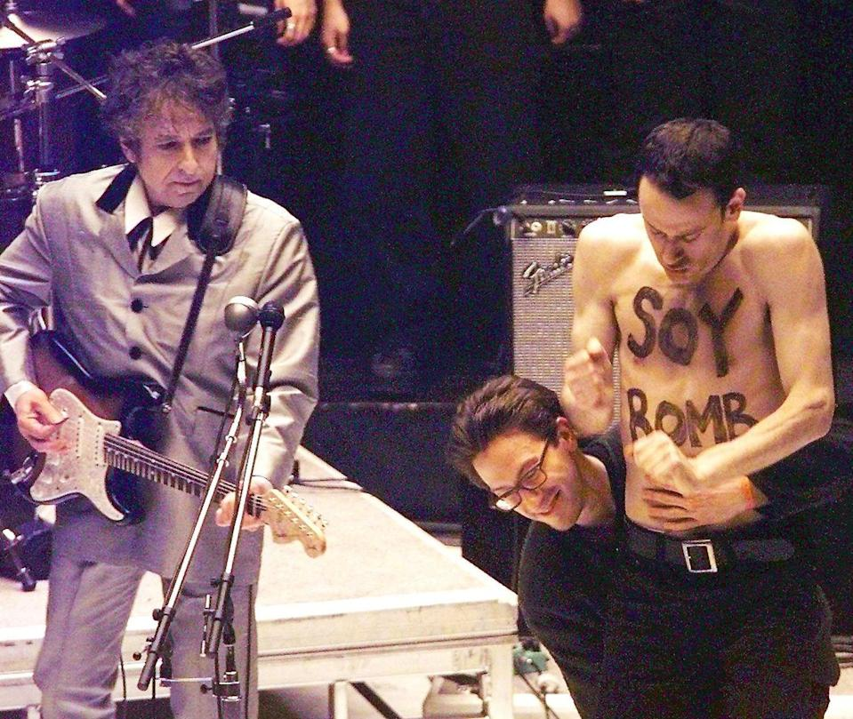 "Who would have the nerve to interrupt the great Bob Dylan? The Soy Bomber, that's who. While the legendary singer-songwriter performed ""Love Sick"" at the 1998 Grammys, a man named Michael Portnoy, who was hired as a backup dancer for the performance, ripped off his shirt (revealing the words ""Soy Bomb"" on his chest), ran over next to Bob and spastically boogied down for about 30 seconds until security showed him the door. As for Bob, well, he seemed pretty unfazed."