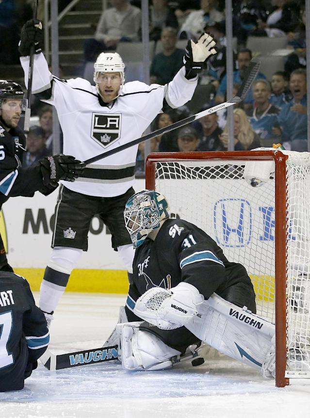 Los Angeles Kings center Jeff Carter (77) celebrates after scoring a goal past San Jose Sharks goalie Antti Niemi (31), of Finland, during the second period of Game 4 of an NHL hockey first-round playoff series in San Jose, Calif., Saturday, April 26, 2014. (AP Photo/Tony Avelar)
