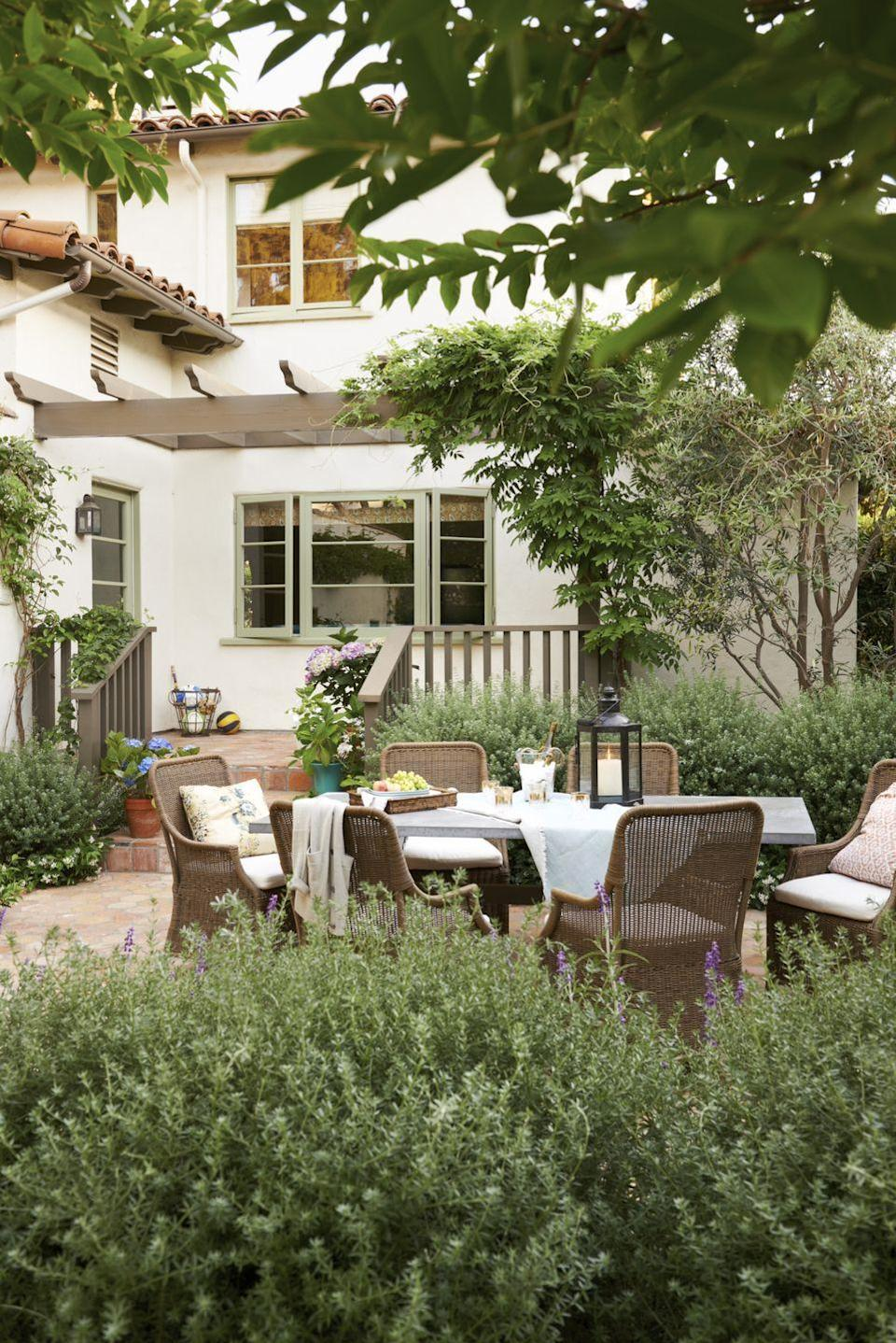 """<p>""""Easter coincides with the coming of spring. Take advantage of nature's reemerging beauty by hosting your Easter feast outdoors in an intimate space. An outdoor backdrop frees you up to keep the tablescape fairly simple. Adding throw pillows and blankets makes the table feel cozy and comfortable."""" <em>—<a href=""""http://www.markatosdesign.com/"""" rel=""""nofollow noopener"""" target=""""_blank"""" data-ylk=""""slk:Christine Markatos Lowe"""" class=""""link rapid-noclick-resp"""">Christine Markatos Lowe</a>, Interior Designer</em></p>"""