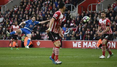Britain Soccer Football - Southampton v AFC Bournemouth - Premier League - St Mary's Stadium - 1/4/17 Bournemouth's Harry Arter shoots at goal Reuters / Dylan Martinez Livepic