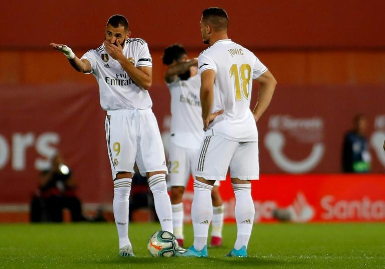 It was a bad weekend for Karim Benzema and Real Madrid, as their defeat at Mallorca allowed Barcelona to seize top spot in La Liga (AFP Photo/JAIME REINA)
