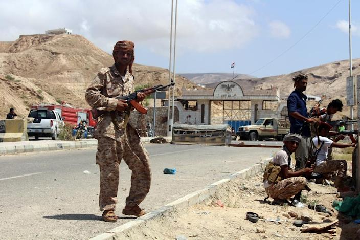 Yemeni soldiers stand guard outside a public security camp in the southeastern Yemeni port of Mukalla on May 15, 2016 (AFP Photo/)
