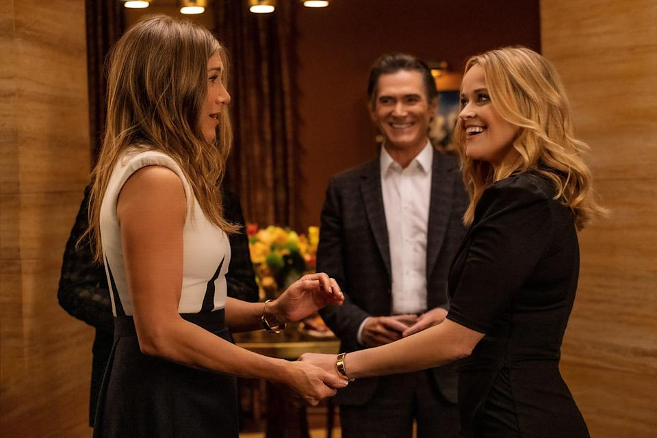 """Jennifer Aniston portrays seasoned """"Morning Show"""" anchor Alex Levy in a scene with her newbie counterpart Bradley Jackson (played by Reese Witherspoon) and network executive Cory Ellison (Billy Crudup)."""