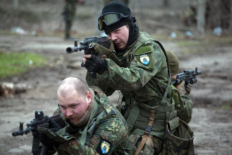 Fighters of the Azov paramilitary battalion, a pro-Ukrainian volunteer armed group, take part in combat drills near the southern city of Mariupol, on February 6, 2015 (AFP Photo/Petro Zadorozhnyy)