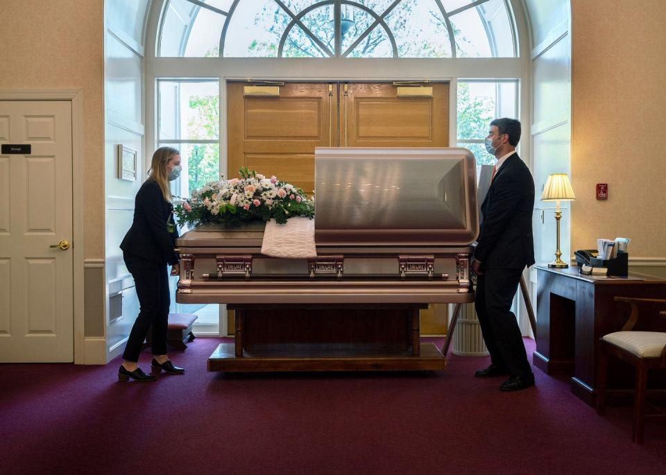 """<span class=""""caption"""">When a life ends, those who remain deal with the body.</span> <span class=""""attribution""""><a class=""""link rapid-noclick-resp"""" href=""""https://www.gettyimages.com/detail/news-photo/funeral-home-director-chris-fontana-and-apprentice-news-photo/1212133109"""" rel=""""nofollow noopener"""" target=""""_blank"""" data-ylk=""""slk:Jim Watson/AFP via Getty Images"""">Jim Watson/AFP via Getty Images</a></span>"""