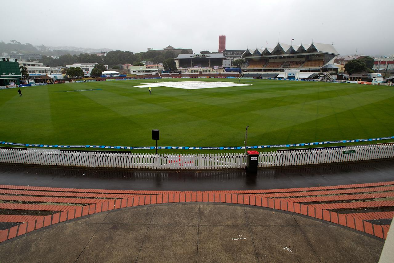 Rain falls and stops all play during day five of the international cricket Test match between New Zealand and England played at the Basin Reserve in Wellington on March 18, 2013.   AFP PHOTO / Marty MELVILLE