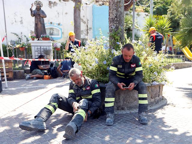 <p>Firefighters take a rest after an earthquake hits the island of Ischia, off the coast of Naples, Italy, Aug. 22, 2017. (Photo: Ciro De Luca/Reuters) </p>