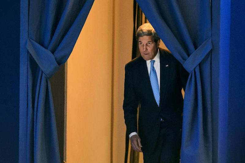 US Secretary of State John Kerry arrives on stage to deliver a speech at the World Economic Forum annual meeting on January 23, 2015 in Davos (AFP Photo/Fabrice Coffrini)