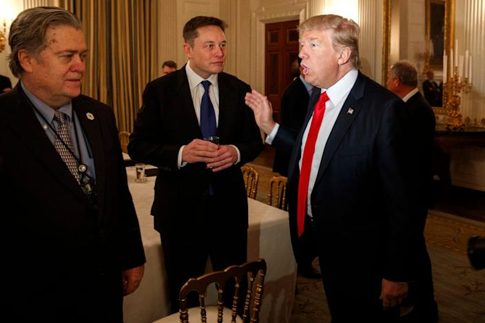 Musk (center) with Steve Bannon (left), the former White House Chief Strategist, and President Donald Trump
