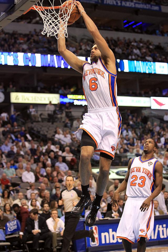 DALLAS, TX - MARCH 10:  Forward Landry Fields #6 of the New York Knicks makes a slam dunk against the Dallas Mavericks at American Airlines Center on March 10, 2011 in Dallas, Texas.  NOTE TO USER: User expressly acknowledges and agrees that, by downloading and or using this photograph, User is consenting to the terms and conditions of the Getty Images License Agreement.  (Photo by Ronald Martinez/Getty Images)