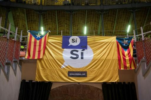 Catalan mayors defy courts before vote