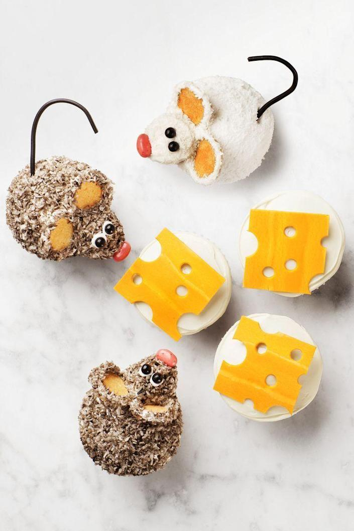 """<p>It's a mouse ... duh! Give your cupcakes a cute costume with tinted coconut for the mice and flattened circus peanuts for the cheese.</p><p>Get the recipe from <a href=""""https://www.goodhousekeeping.com/food-recipes/dessert/a22577411/mouse-cupcakes-recipe/"""" rel=""""nofollow noopener"""" target=""""_blank"""" data-ylk=""""slk:Good Housekeeping"""" class=""""link rapid-noclick-resp"""">Good Housekeeping</a>.</p>"""