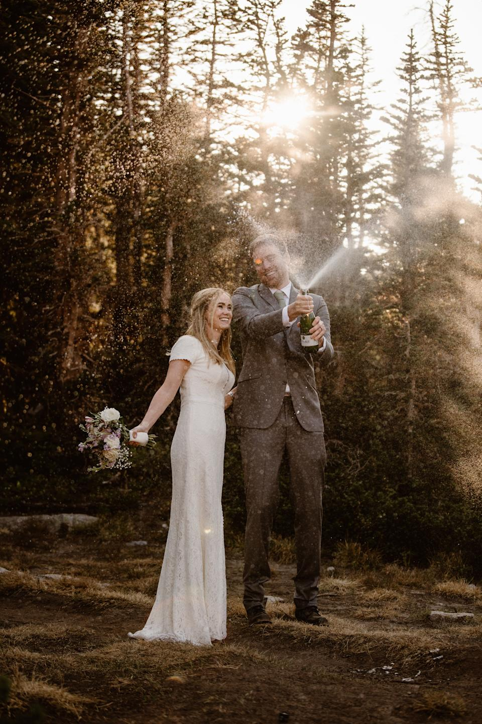 """The adventurous duo wanted to elope against a scenic backdrop. (Photo: <a href=""""https://adventureinstead.com/"""" target=""""_blank"""">Adventure Instead - Elopement Photographers & Guides</a>)"""