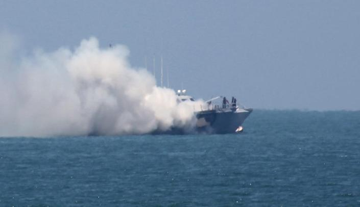 Smoke billows from an Egyptian naval vessel on the maritime border between Egypt and the Gaza Strip, on July 16, 2015 (AFP Photo/Said Khatib)