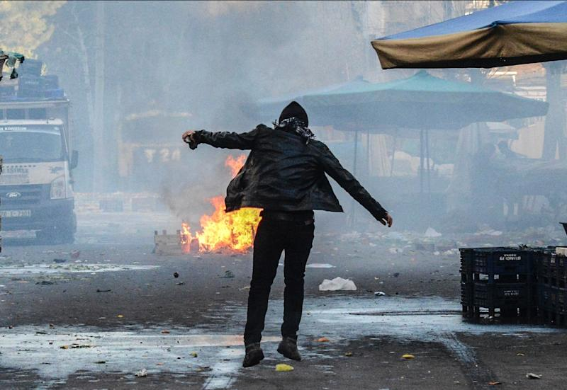 A protester during clashes between Turkish forces and Kurdish people in the centre of Diyarbakir, at a rally against a curfew in the Sur district of the southeastern Turkish city on March 2, 2016 (AFP Photo/Ilyas Akengin)
