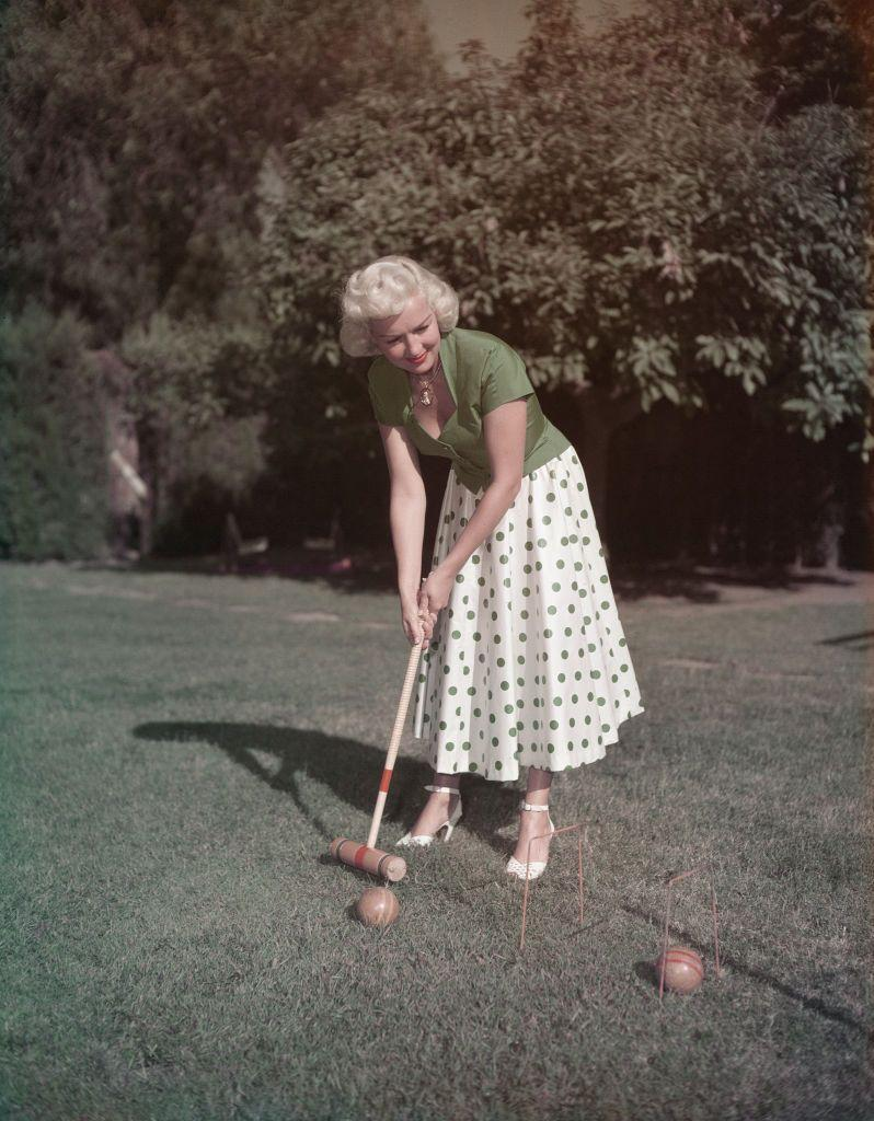 <p>American actress Betty Hutton looks glamorous as she plays a round of croquet, circa 1955. </p>