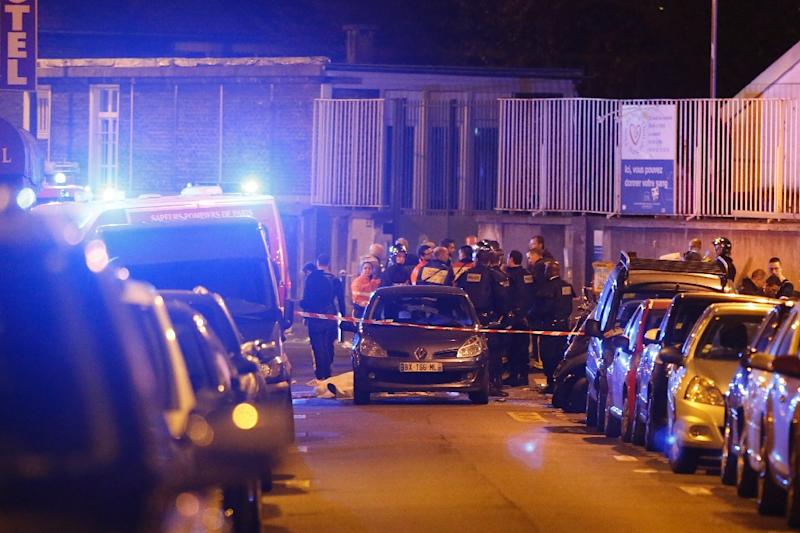 Security cordon off the area close to Rue Bichat following several attacks in the French capital Paris, on November 13, 2015 (AFP Photo/Florian David)