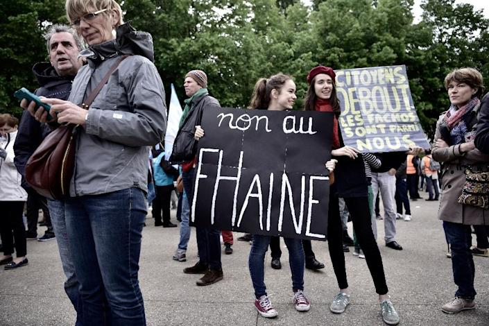 """A woman holds a placard reading """"no to hatred"""" , during a union demonstration in Paris (AFP Photo/PHILIPPE LOPEZ )"""